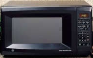 GE JE1460 Countertop Family-Size Microwave Oven, Auto & Time Defrost, Turntable, Child LockOut