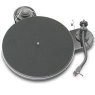Pro-Ject RPM 1.3 Genie MKIII Turntable: Gloss Black