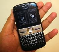 The Nokia E5 Review: A Cheaper E72